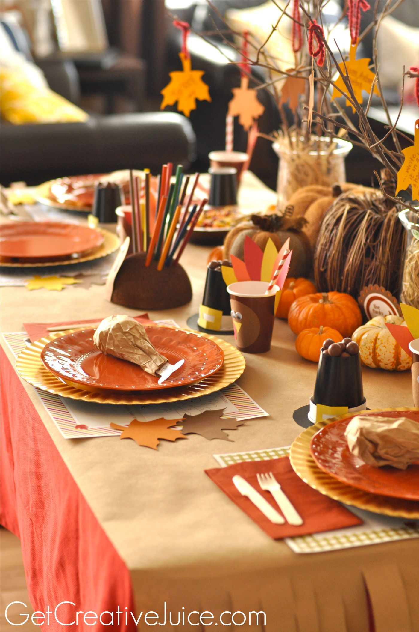 Cute Ideas for the Kidsu0027 Table Plastic Plates with Paper Turkeys & Thanksgiving Kids Table Ideas and Tutorials | Thanksgiving Feast ...