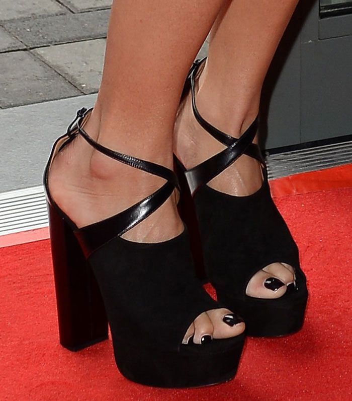 cc4d568637bc Amber Rose showing off her feet in Giuseppe Zanotti Lavinia sandals ...
