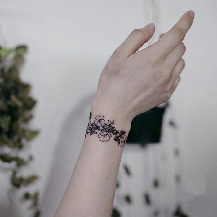 Tatuajes En La Muneca Para Mujer Flores
