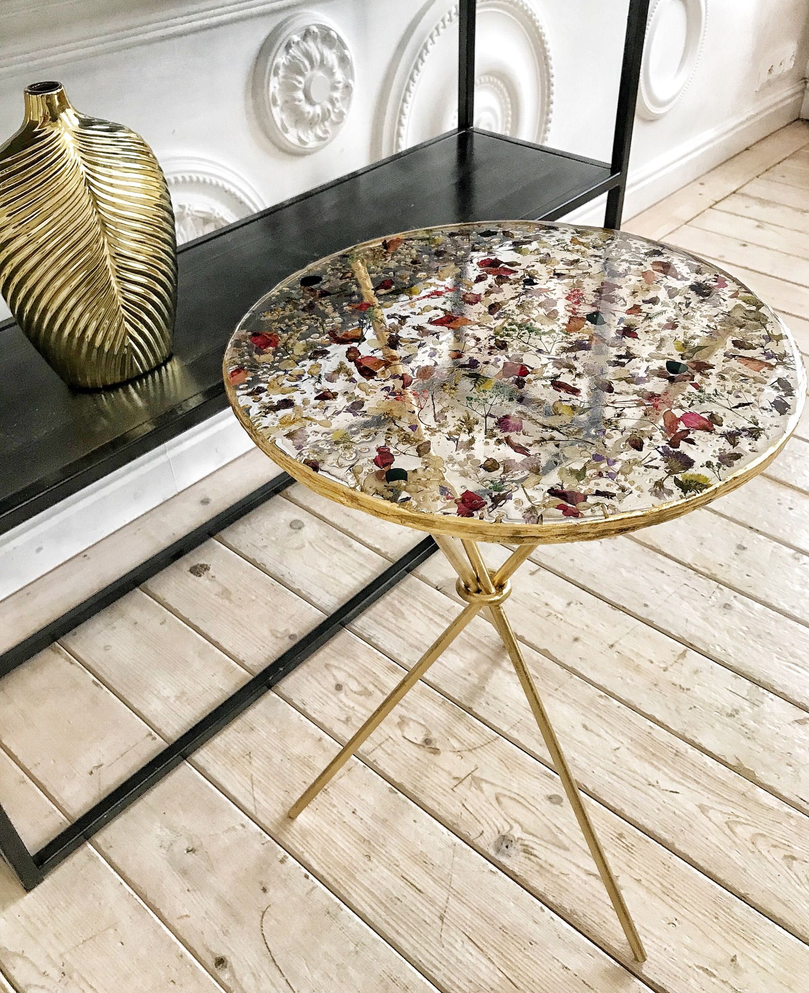 Epoxy Resin Table With Pressed Flowers Clear Round Coffee Table Gold Side Table Top With Dry Flowers Resin Table Epoxy Resin Table Diy Resin Art [ 2048 x 1668 Pixel ]