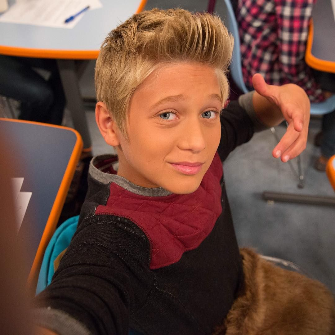 I Got A Man Pouch Find Out Why Tonight At 8pm On Game Shakers Gameshakers In 2020 Thomas Kuc Thomas Hudson Game Shakers