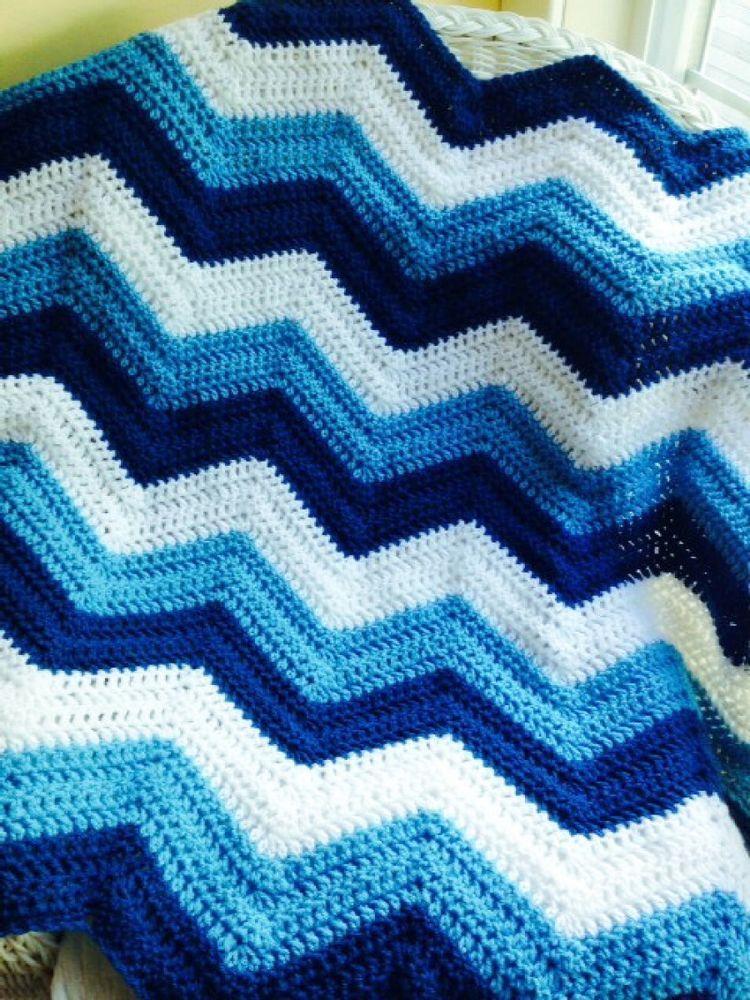 CROCHET handmade baby blanket afghan chevron ripple VANNA blue white ...