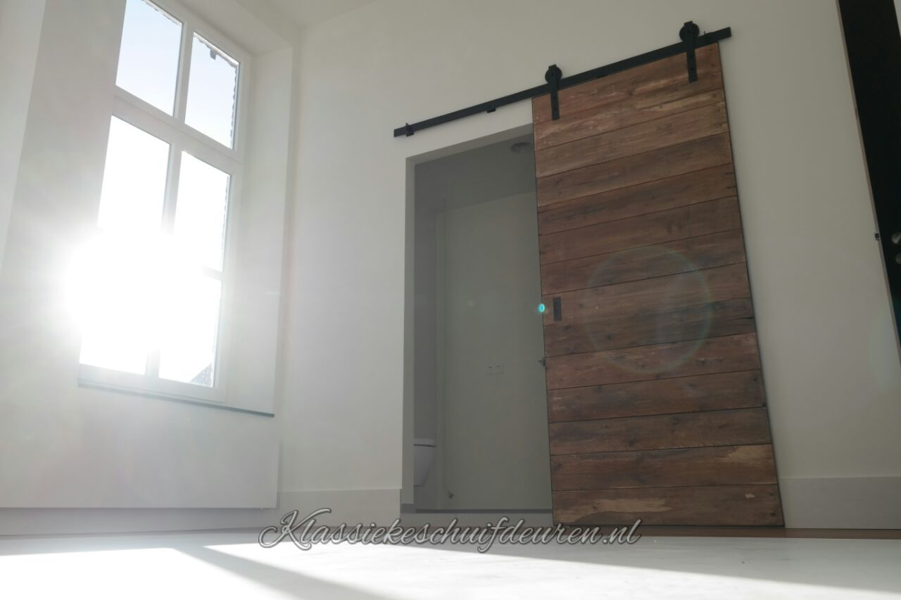 Schuifdeur Voor Badkamer : Geweldige schuifdeur met robuuste uitstraling gecreëerd voor