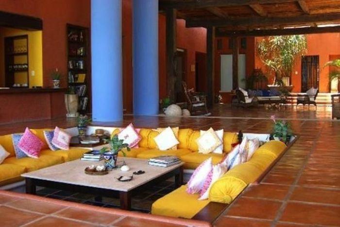 Le canapé marocain qui va bien avec votre salon | Living room deco ...