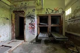 Resultado de imagem para creepy abandoned insane asylums