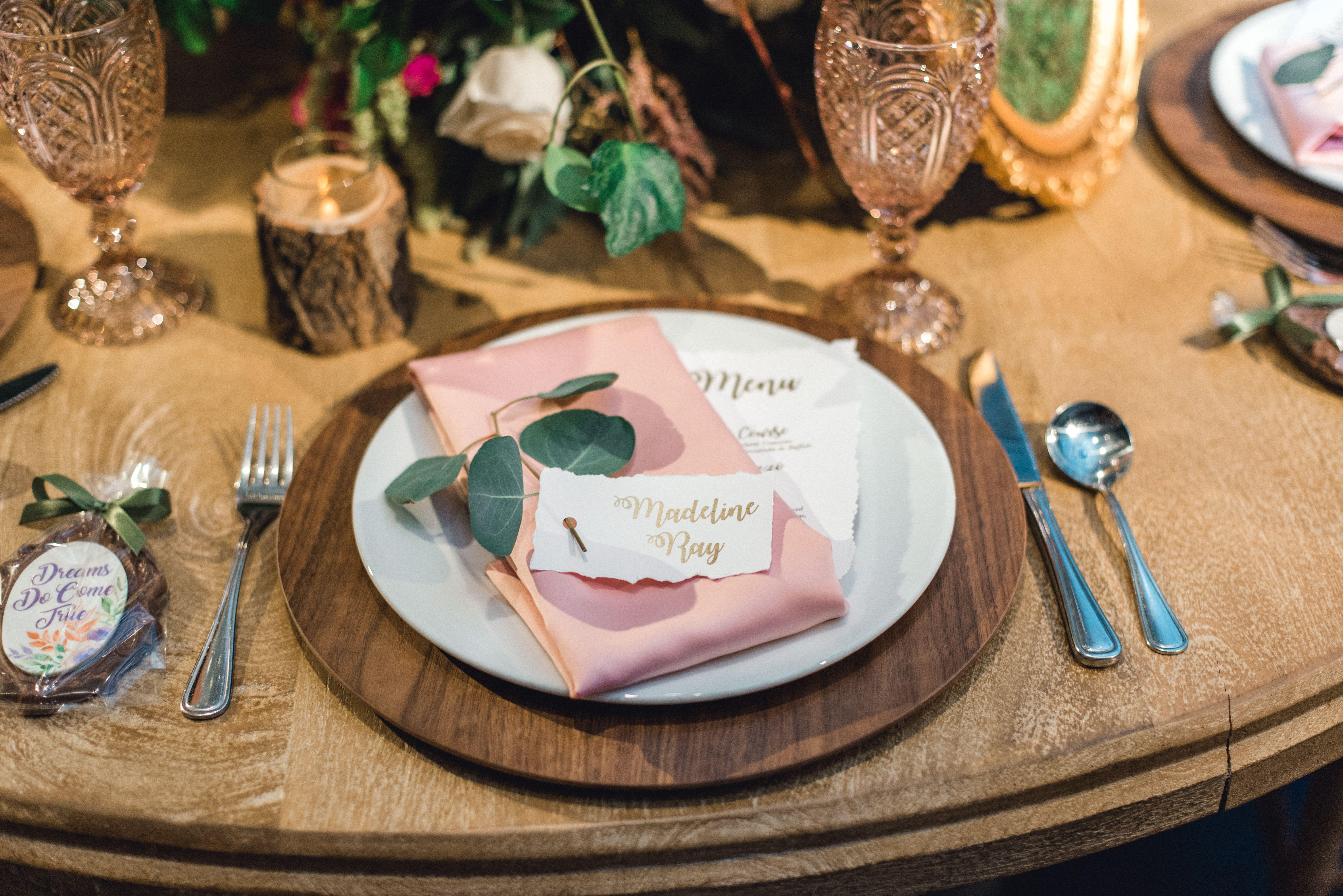 Disney Wedding: Table Setting -   9 wedding Forest honeymoons ideas