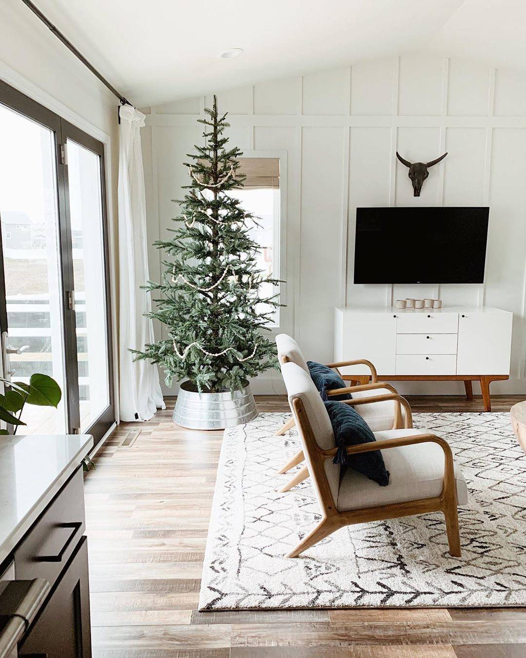It S A Snow Day So Naturally We Have Our Christmas Tree Up From Kingofchristmas And Jamming Neutral Holiday Decor Interesting Living Room Living Room Modern