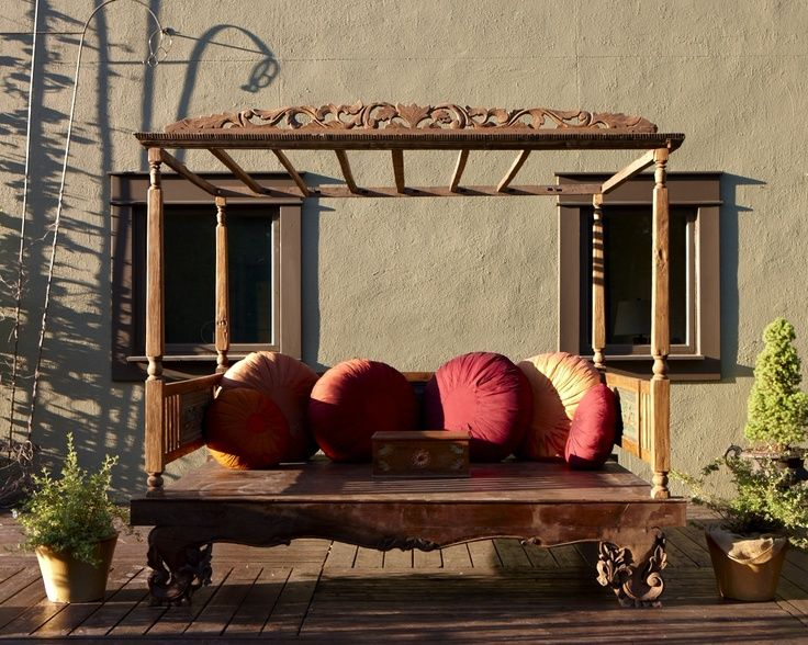 Backyard Bali Daybed with hand made pillows.. (Bale Bale