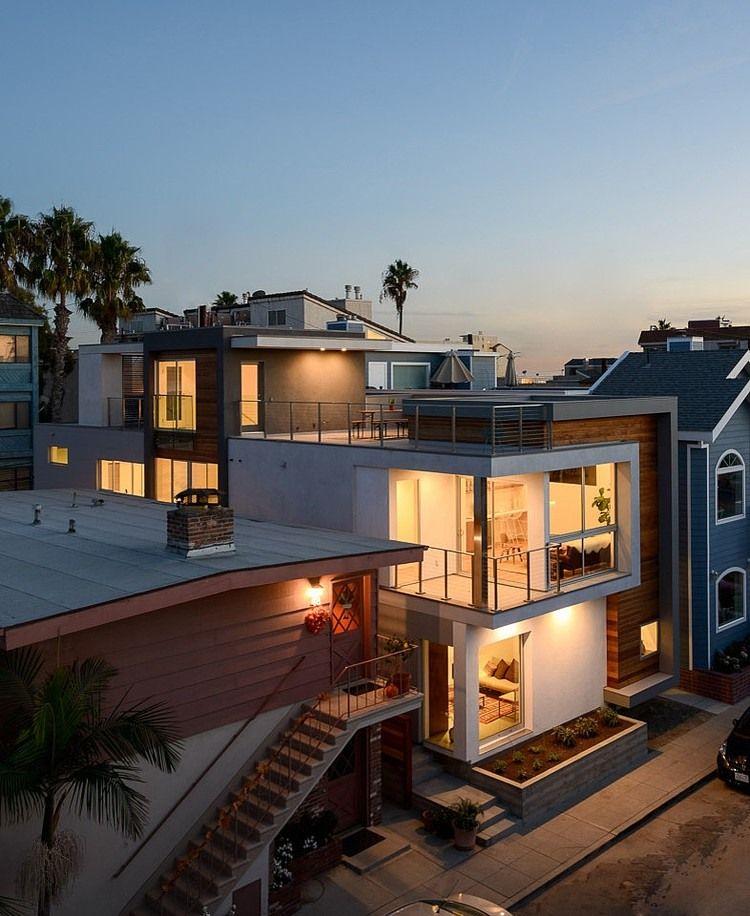 Building Impressive Modern Design Exhibited by Peninsula