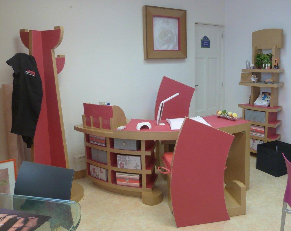 Ensemble de meubles en carton : j'adore les chaises