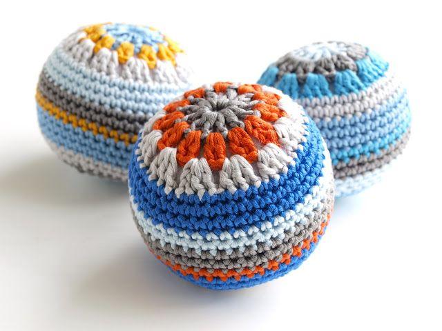 Inspiración: bolas parecidas a los granny squares. No sé si me convence que el relleno se vea tanto...