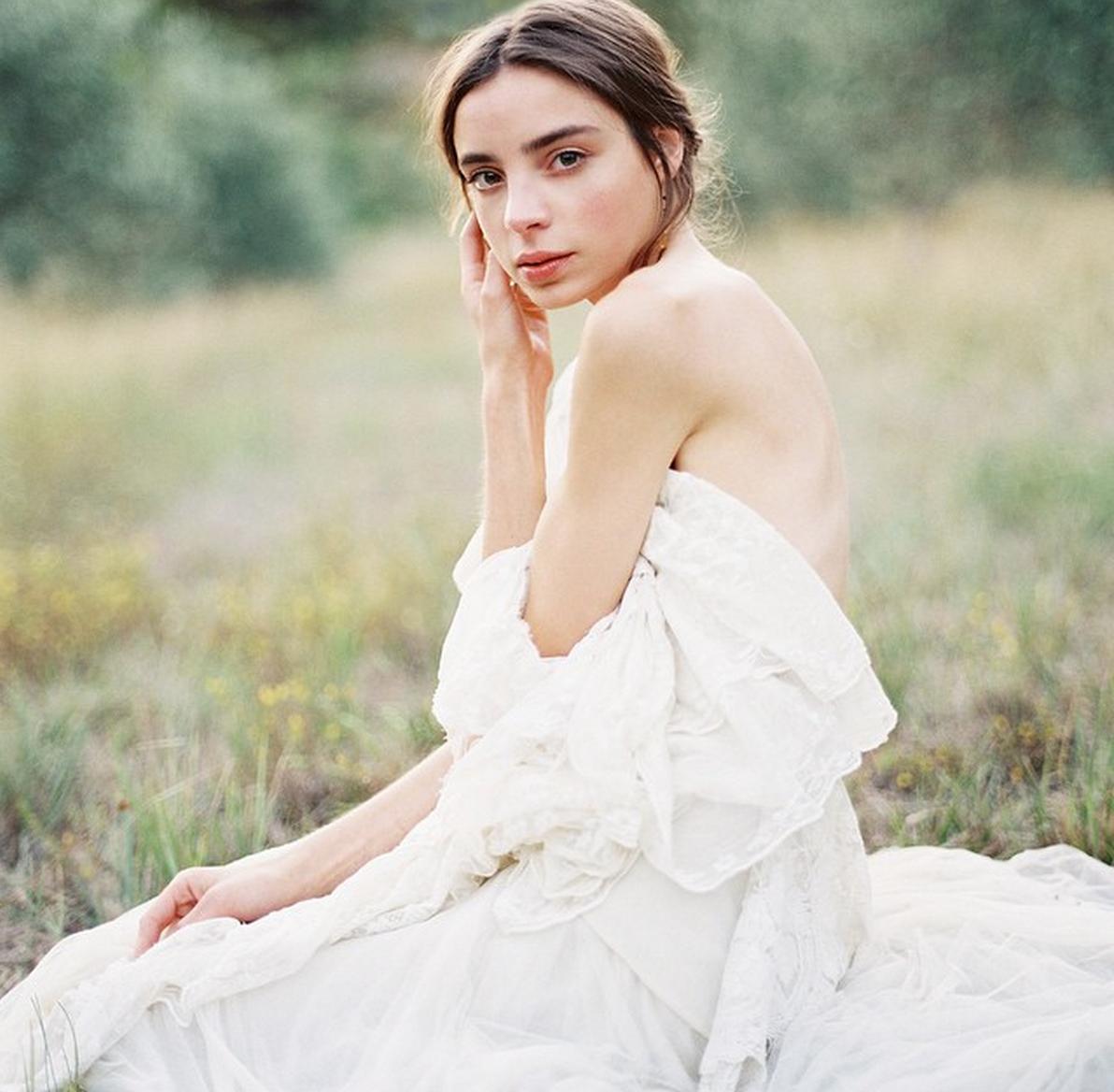 Pin by Ellary Larson on Photoshoot ideas Bridal boudoir