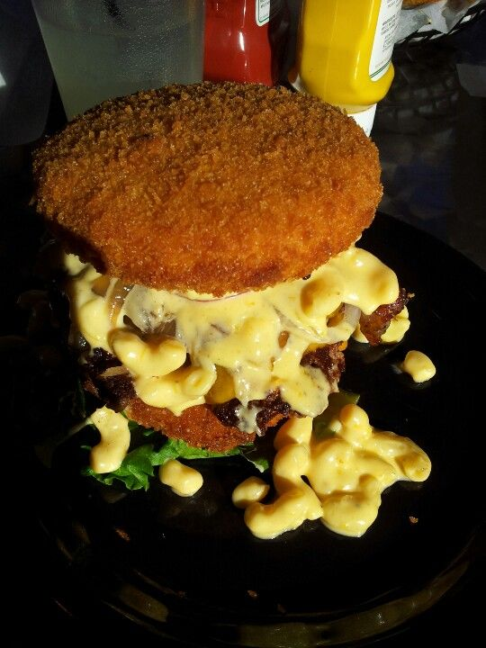 The Walking Ched Zombie Burger Downtown Des Moines Iowa Bun Is Panko Coated Deep Fried Mac N Cheese