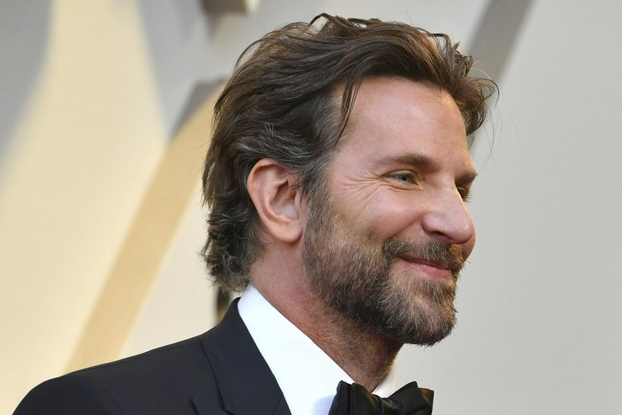 Style Guide How To Dress Like Bradley Cooper Man Of Many Bradley Cooper Hair Bradley Cooper Haircut Hair And Beard Styles