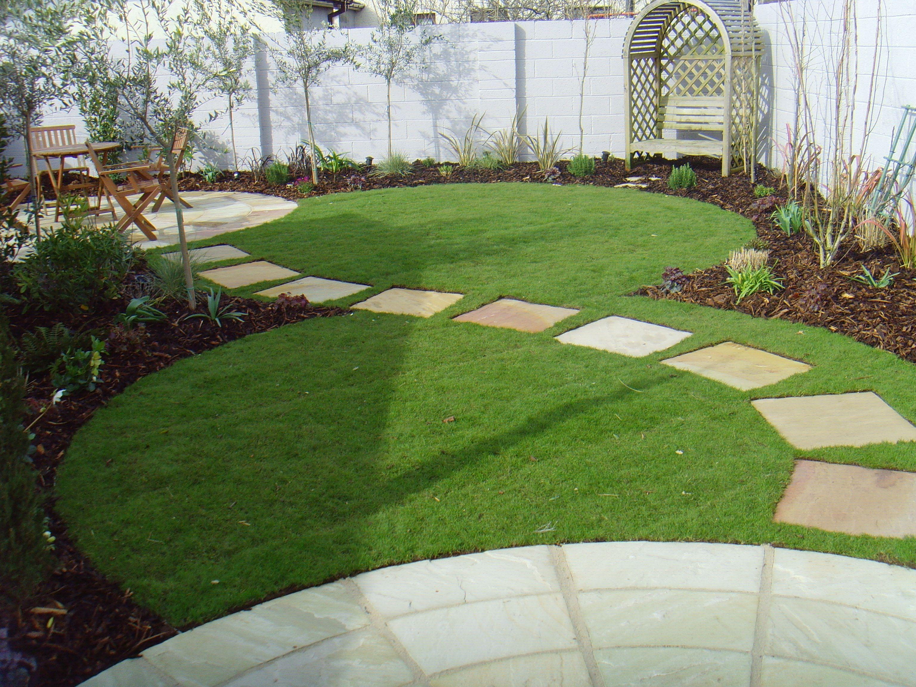 Just Love Circles In A Garden Circular Garden Design Lawn Design Small Garden Design
