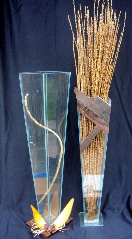 reutilizáveis...Vasos quebrados que seriam jogados fora... recuperados com decoração de madeiras tonal e sementes...