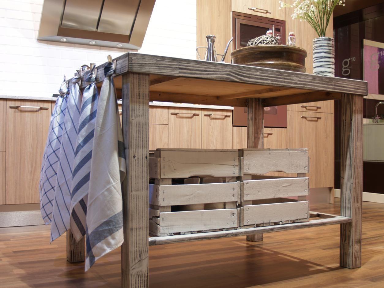La mesa esta fabricada con madera recuperada de palets. #cocinas ...