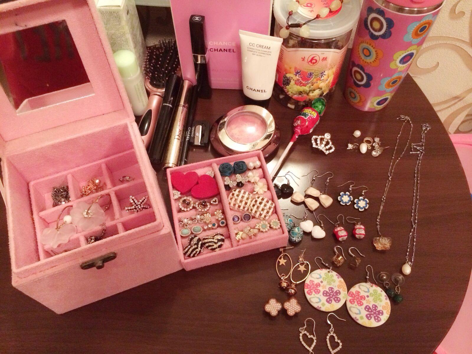 Makeup Desk & favorite: Chanel