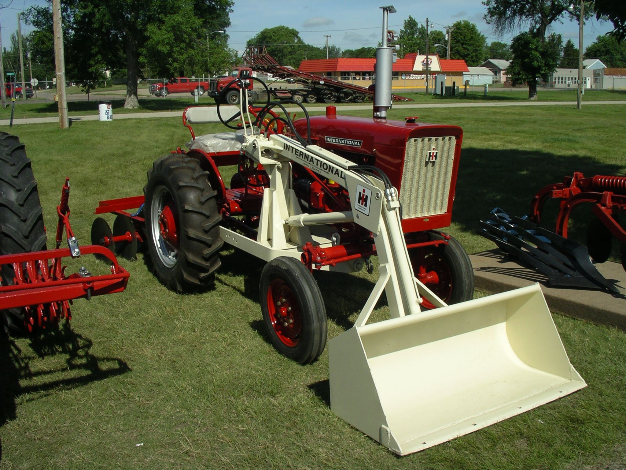 Farmall Tractor With Loader : Farmall with no loader red power round up