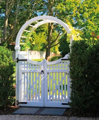 Charmant Spindle Top Arbor With A Hampton Gate