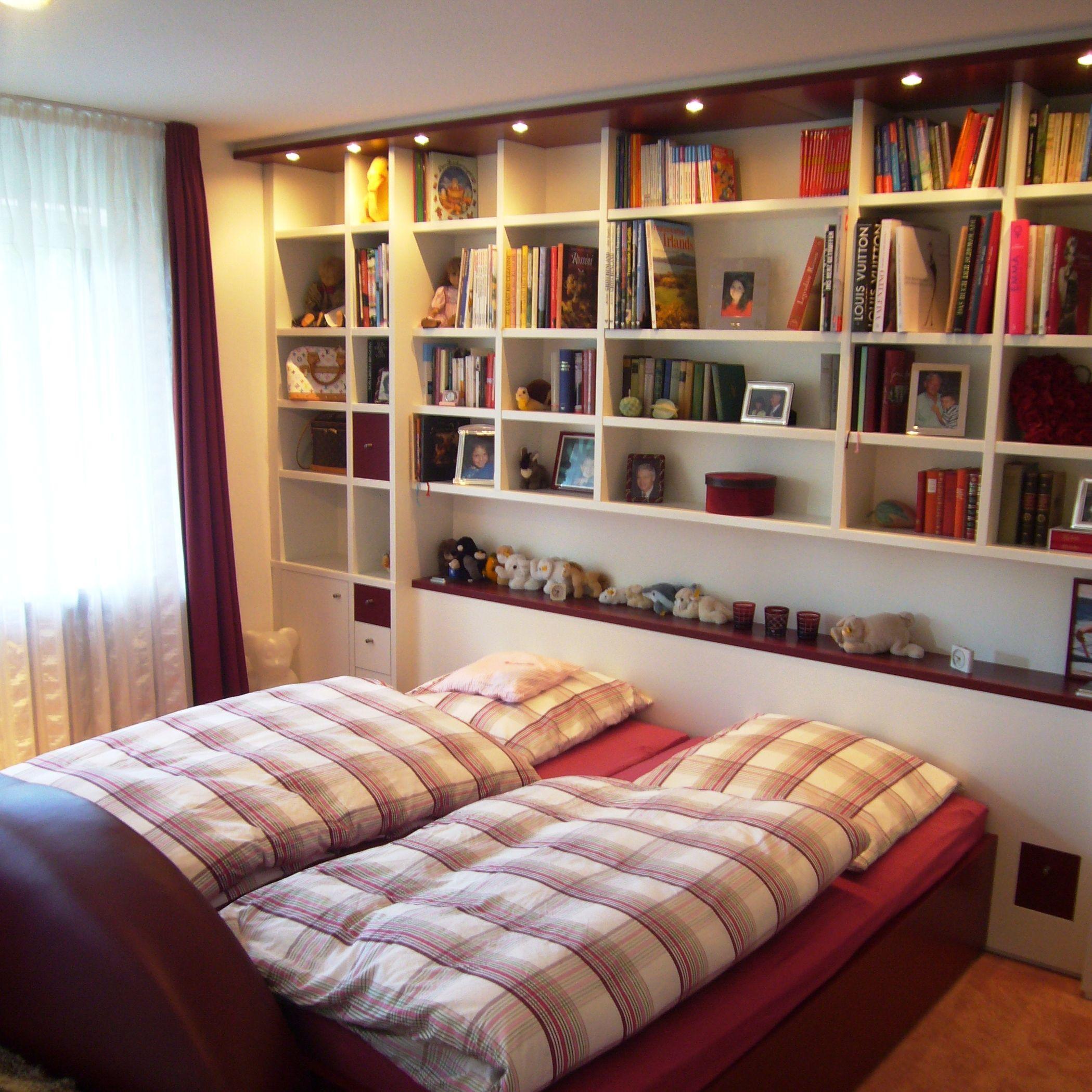 Schlafzimmereinrichtung weiß und bordeaux rot lackiert