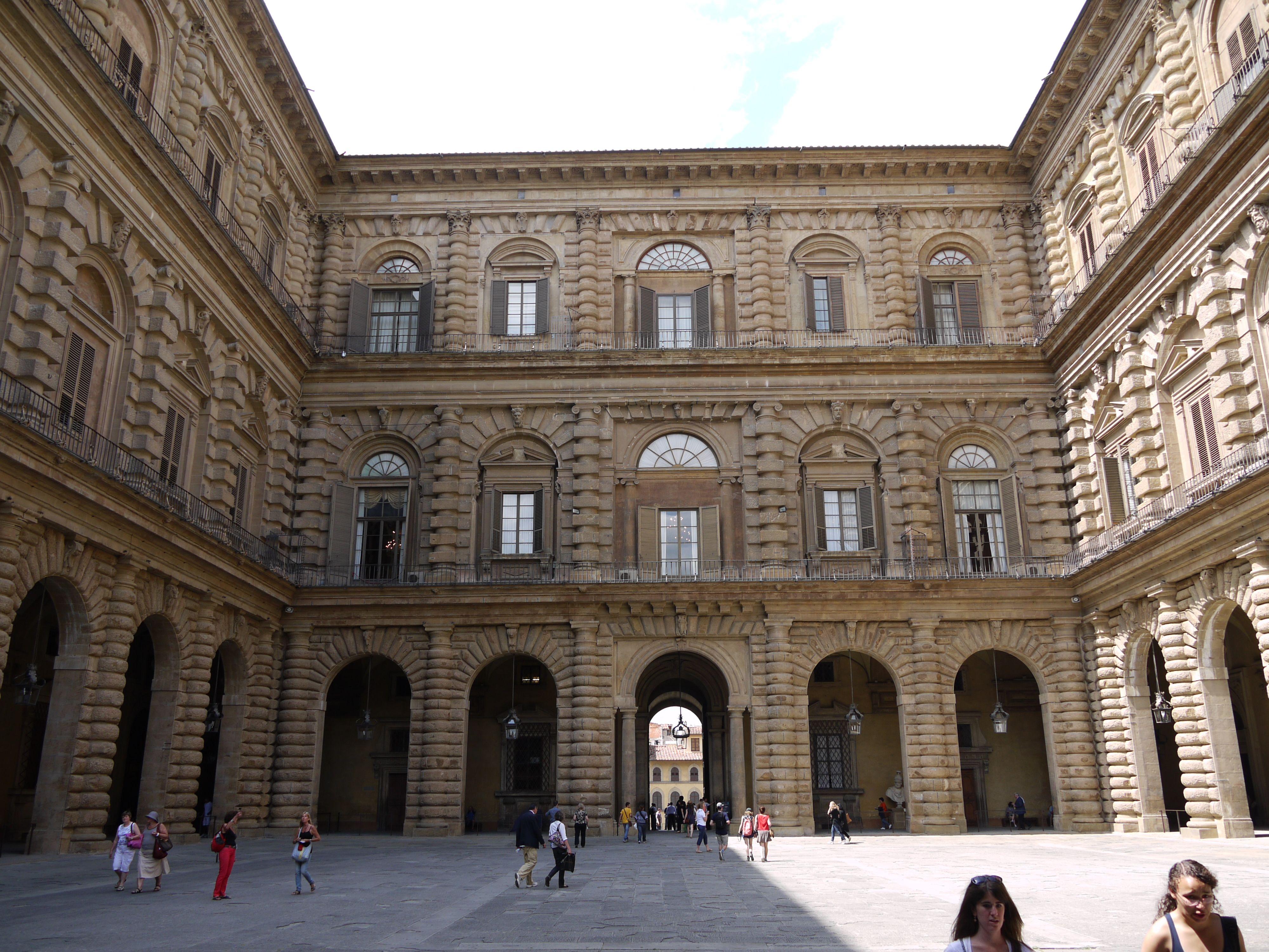 Palazzo pitti courtyard behind principle fa ade for Palazzo pitti