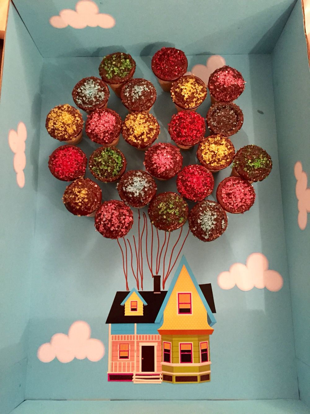 Waffelbecher Kuchen Geschenk Aus Dem Film Oben Up Pixar Disney Mit Bildern Disney Geschenk Geschenke Disney Diy