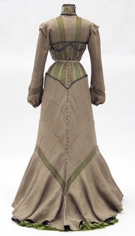 Day dress (back), 1901-1902, from the Minnesota Historical Society.