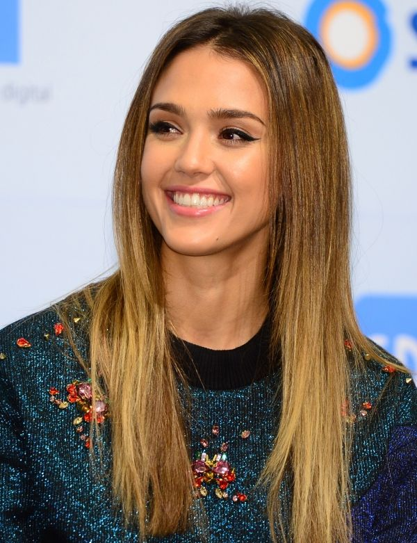 Jessica Alba S Winged Eyeliner Gorgeous In 2019 Jessica