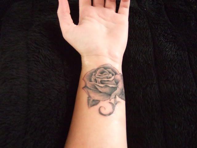 Tattoo Roos Op Pols Google Zoeken Tattoo Tatoeages En Roos
