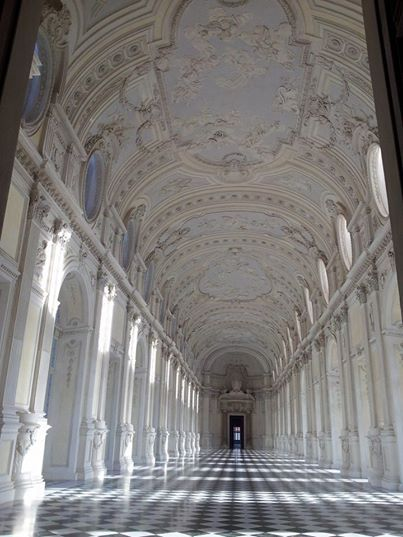 La Galleria Grande capolavoro dell'architetto #barocco #Filippo #Juvarra alla #Reggia di #Venaria  #visite #guidate alla scoperta della magnifica reggia sabauda. Info e prenotazioni torinobogianen@yahoo.it