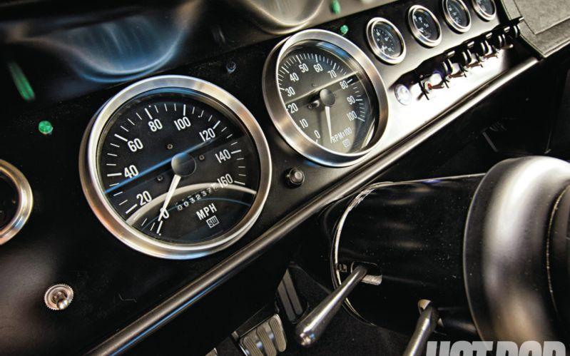 5 Stewart Warner Gauges Http Www Hotrod Com Featuredvehicles