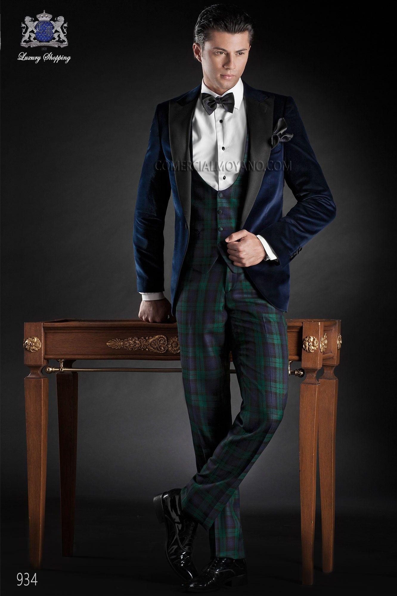 Traje italiano a medida, chaqueta de terciopelo azul con solapa pico en raso negro y un boton; coordinado con pantalon tartan, modelo 934 Ottavio Nuccio Gala colección Black Tie 2015.