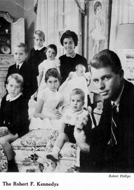 RFK Family autumn 1959. David's sister Kerry the new ...