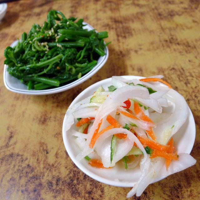 令人愉悅的台灣青蔬小菜。Great #vegetable sidedishes #food #Taiwan #Instagood