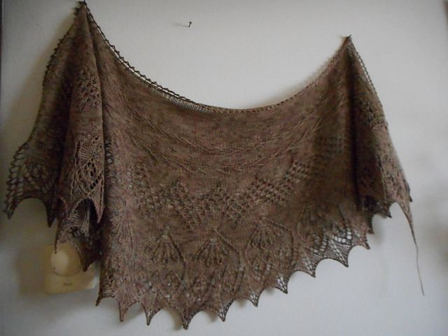 http://www.ravelry.com/projects/Ladibi/follow-your-arrow-2