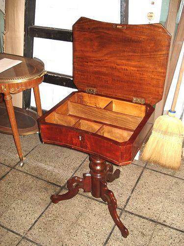 Mueble estilo colonial mueble estilo colonial muebles for Mueble costurero