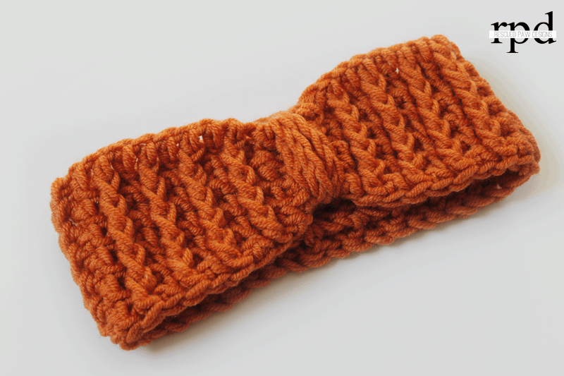 Cabled Ear Warmer Crochet Pattern - Crochet Fall Headband Earwarmer #crochetedheadbands