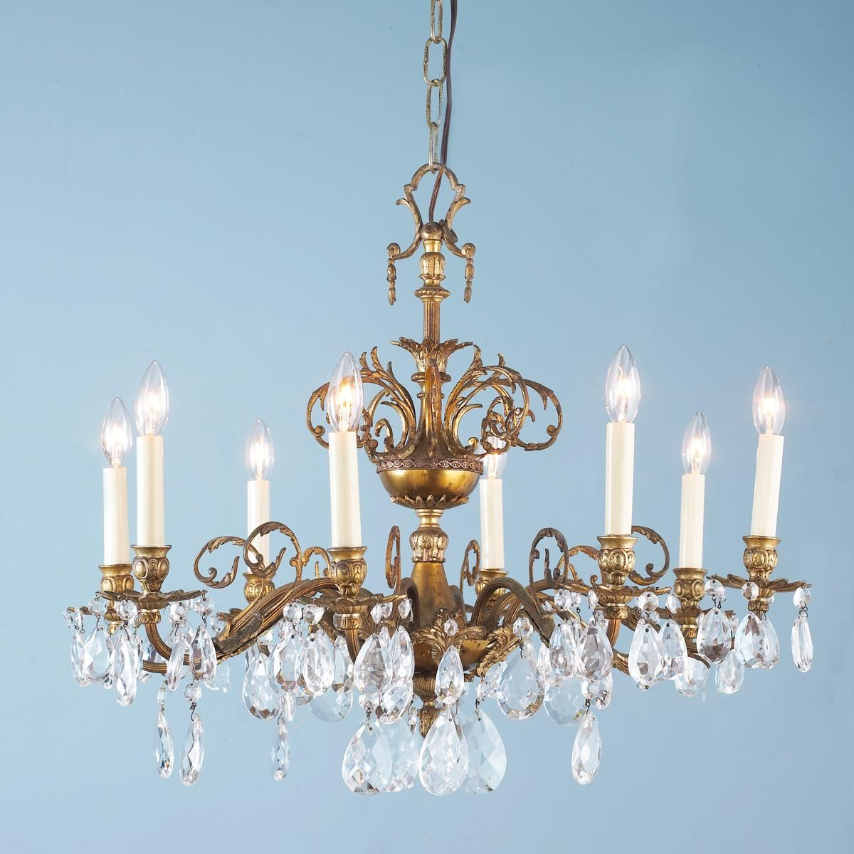 Pleasing Elegant Antique Brass Urn And Crystal Chandelier Dining Room Home Remodeling Inspirations Basidirectenergyitoicom