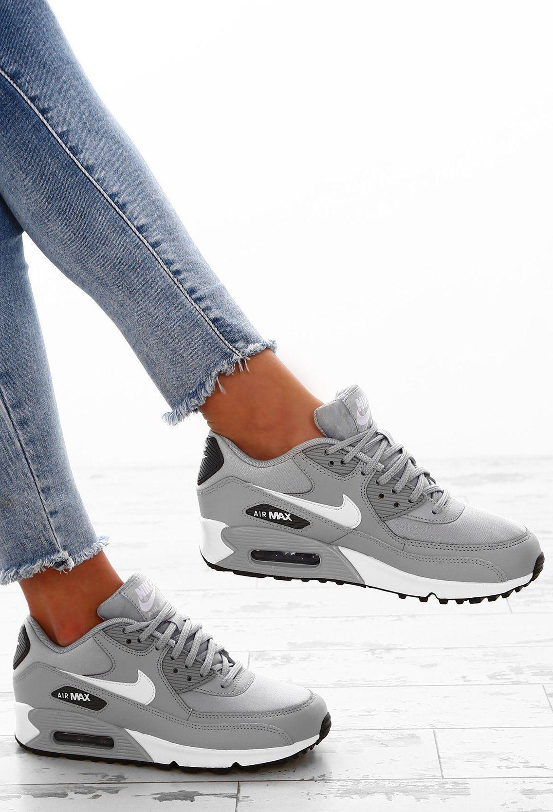Nike Air Max 90 Grey Trainers Air Grey Max Nike Trainers In 2020 Nike Schuhe Damen Nike Schuhe Grau Nike Schuhe Damen Grau