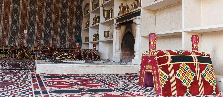 تنفس عبق التاريخ من خلال أجمل تصاميم مجلس تراثي سعود Straw Bag Bags Straw