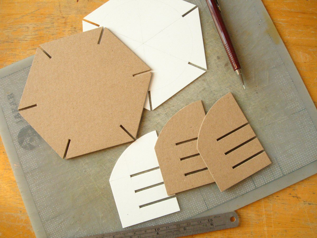 how to cut the cardboard in a beret