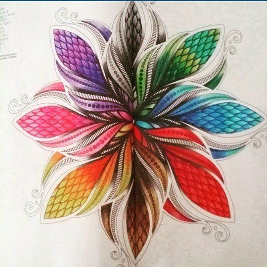 Ela está participando do CONCURSO #promoçãoadesivosdeunha _ Participe Vc tbm! _ Use #colorindolivrostop By @vanessabartine Por DIRECT!