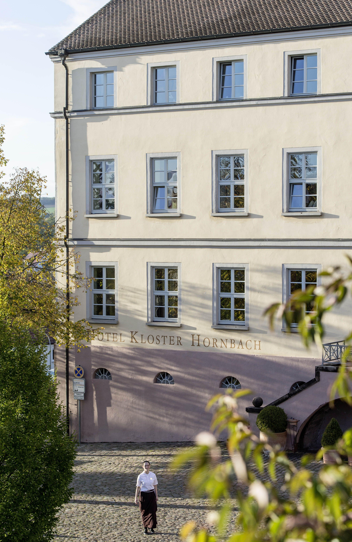 Altes Schulhaus Des Ehemaligen Bendeiktiner Klosters In Hornbach Heute Sind Hier Moderne Hotelzimmer Untergebracht Hotels In Der Pfalz Pfalz Kloster