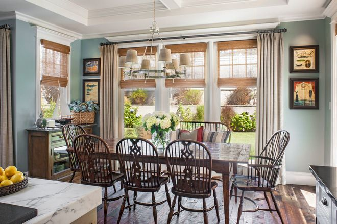 Houzz Tour Subtle Cape Cod Style In Los Angeles Dining Room Windows Country Dining Rooms Dining Room Window Treatments
