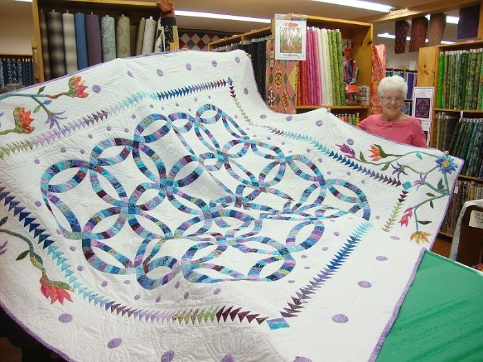 Grace's AMAZING double wedding ring quilt all finished. Just lovely.