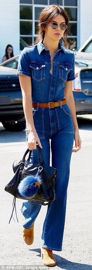 We show you 6 fun ways to accessorize your bag like Kendall Jenner
