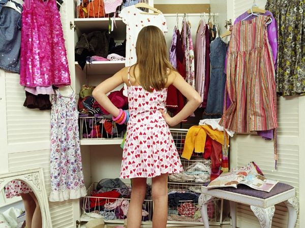 You know how we girls keep complaining about the fact that we don't have anything to wear? Well, with a little adjustment and some creativity you can completely revamp your wardrobe. You don't need to break a bank for this too. Here's how you can update your wardrobe on a budget with just a few key pieces.