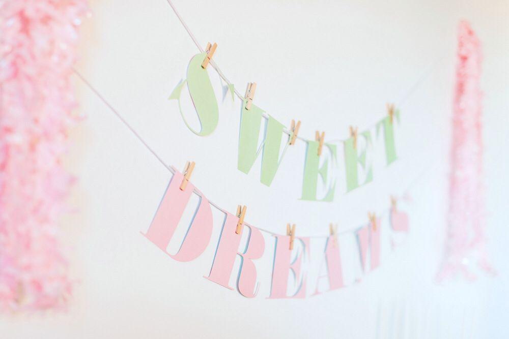 Image from http://www.thetomkatstudio.com/wp-content/uploads/2014/07/sweet-dreams_0042.jpg.