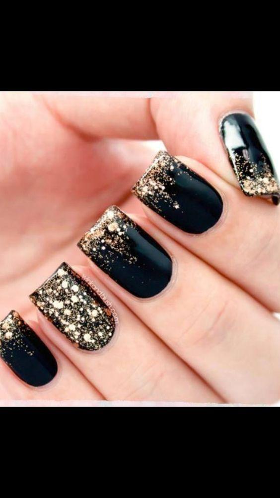 20 + DIY New Years Eve Nail Art Ideas | Gold glitter, Pedi and Mani pedi